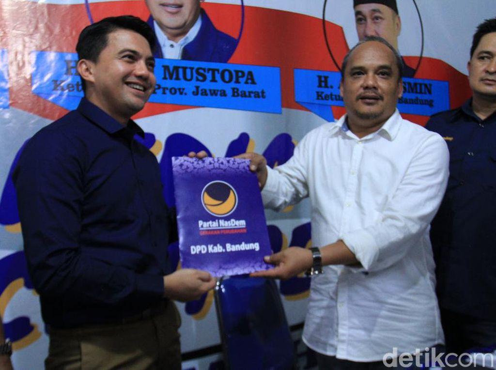 Artis Syahrul Gunawan Daftar Calon Bupati Bandung Lewat NasDem
