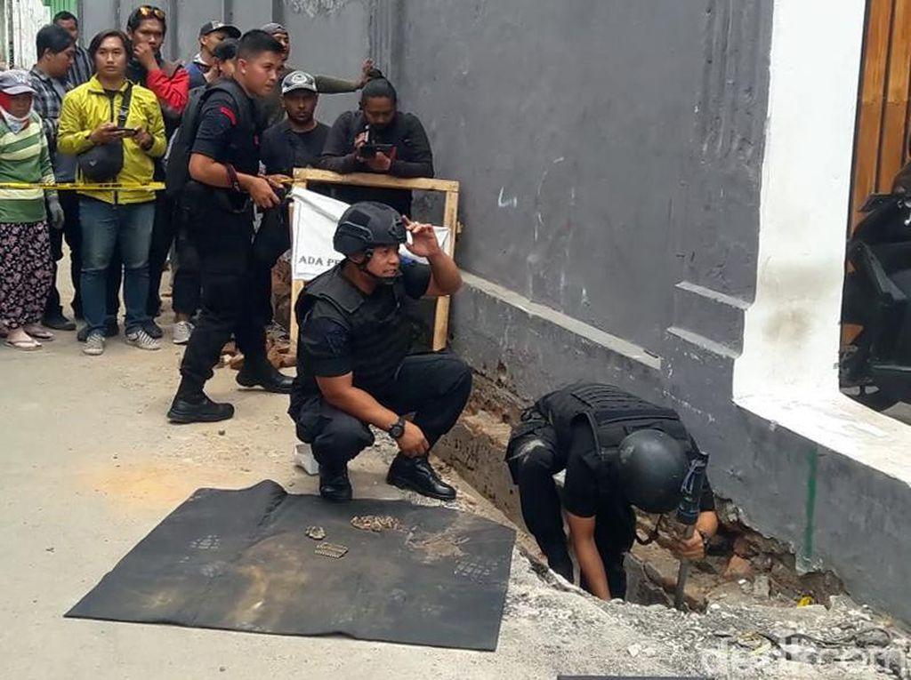 Tim Jibom Gegana Sisir Lokasi Penemuan 119 Peluru Aktif di Yogya