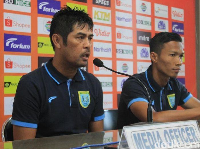 Pelatih Persela Lamongan, Nilmaizar, menuntut tim asuhannya habis-habisan lawan PSIS Semarang. (Foto: Eko Sudjarwo/detikcom)