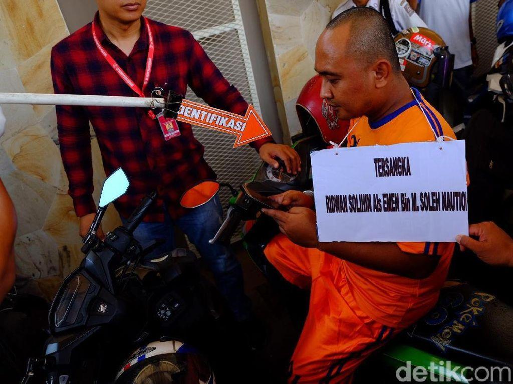 Rekonstruksi Pembunuhan PSK Online Karawang, Korban Sempat Gigit Emen