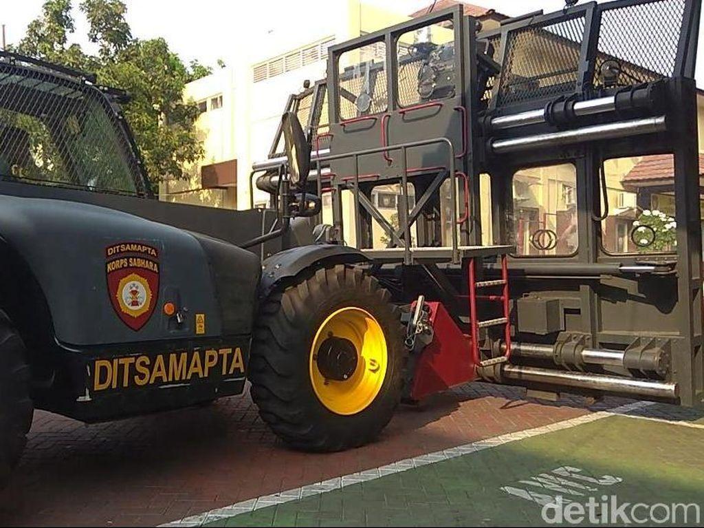 Polisi Surabaya Siapkan Mobil Penghalau Massa Jelang Pelantikan Jokowi