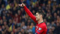 Ronaldo Bagi-bagi Sepatu ke Timnas Wanita Portugal U-17