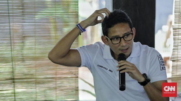 Politikus Gerindra Sandiaga Uno memberikan keterangan pada wartawan di kediamannya. Jakarta, Kamis, 17 Oktober 2019.