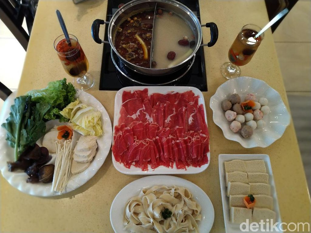 Little Sheep Hot Pot Mongolian : Mencicip Shabu-shabu ala China Kuno