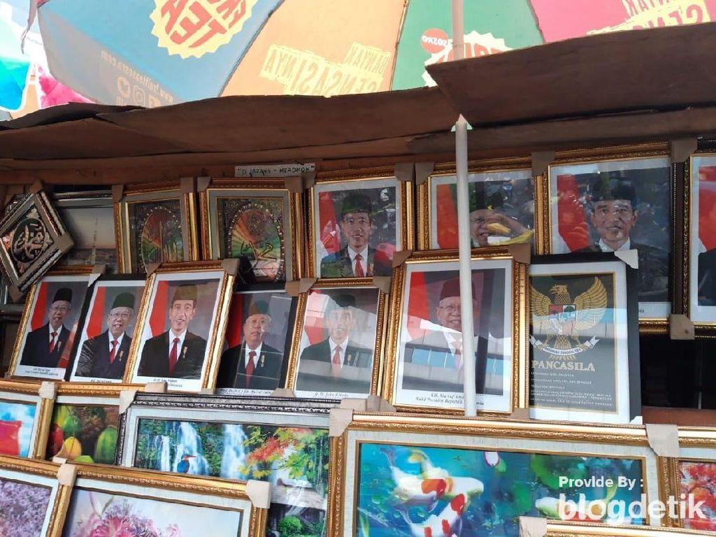 Cerita Pedagang Foto KW 1 Jokowi-Maruf Raup Untung di Pasar Baru