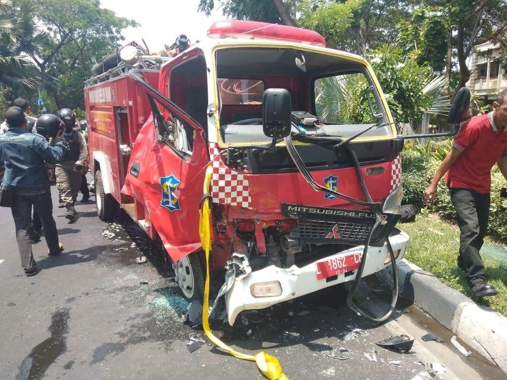 Ngerem Dadakan Hindari Anak Sekolah Nyeberang, 2 Mobil PMK Tabrakan
