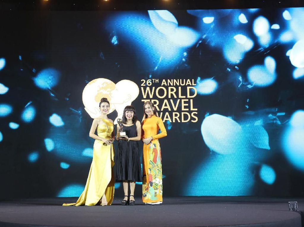 Bangga! The Trans Luxury Hotel Bandung Raih Asias Leading Business Hotel