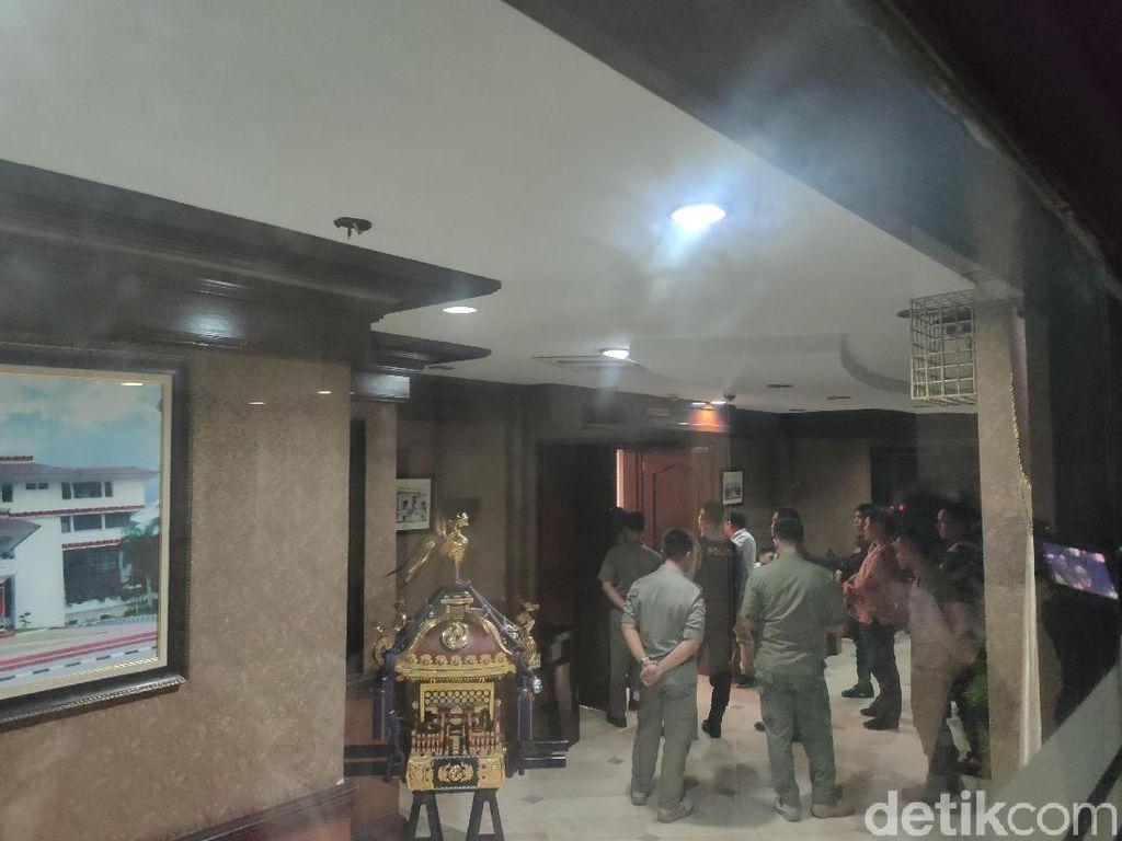 Sudah 10 Jam, KPK Masih Geledah Kantor Wali Kota Medan