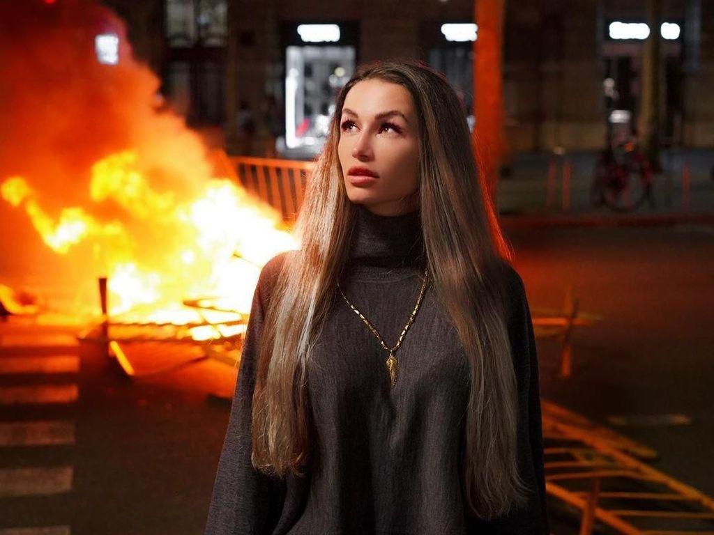Posting Foto Cantik di Tengah Kerusuhan, Selebgram Dikritik Netizen