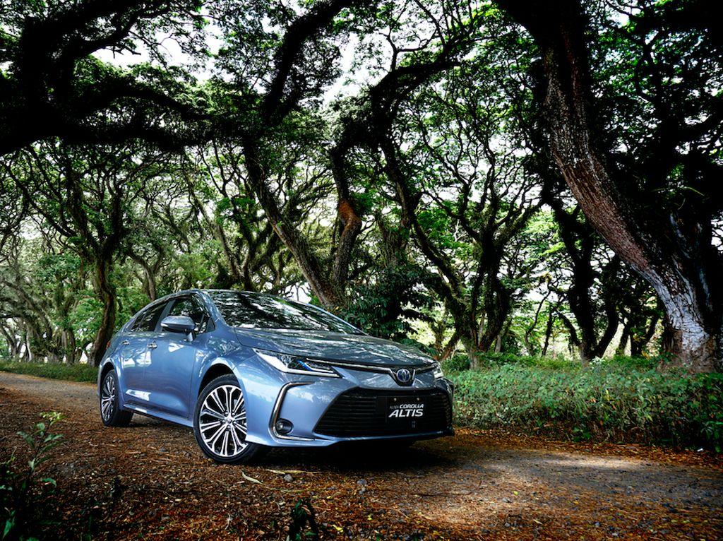 Toyota Corolla Altis Hybrid, Sedan Legendaris yang Irit BBM