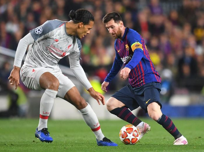 Bintang Barcelona Lionel Messi mengakui kemampuan bek Liverpool Virgil van Dijk. (Foto: Michael Regan / Getty Images)