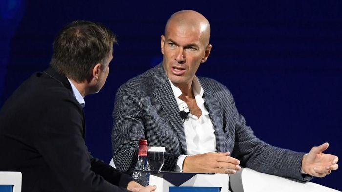 Pelatih Real Madrid Zinedine Zidane menegaskan pertemuannya dengan Paul Pogba cuma kebetulan. (Foto: Karim Sahib / AFP)