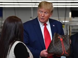 Presiden Trump Diejek alasannya ialah Salah Ucap Louis Vuitton di Pabriknya
