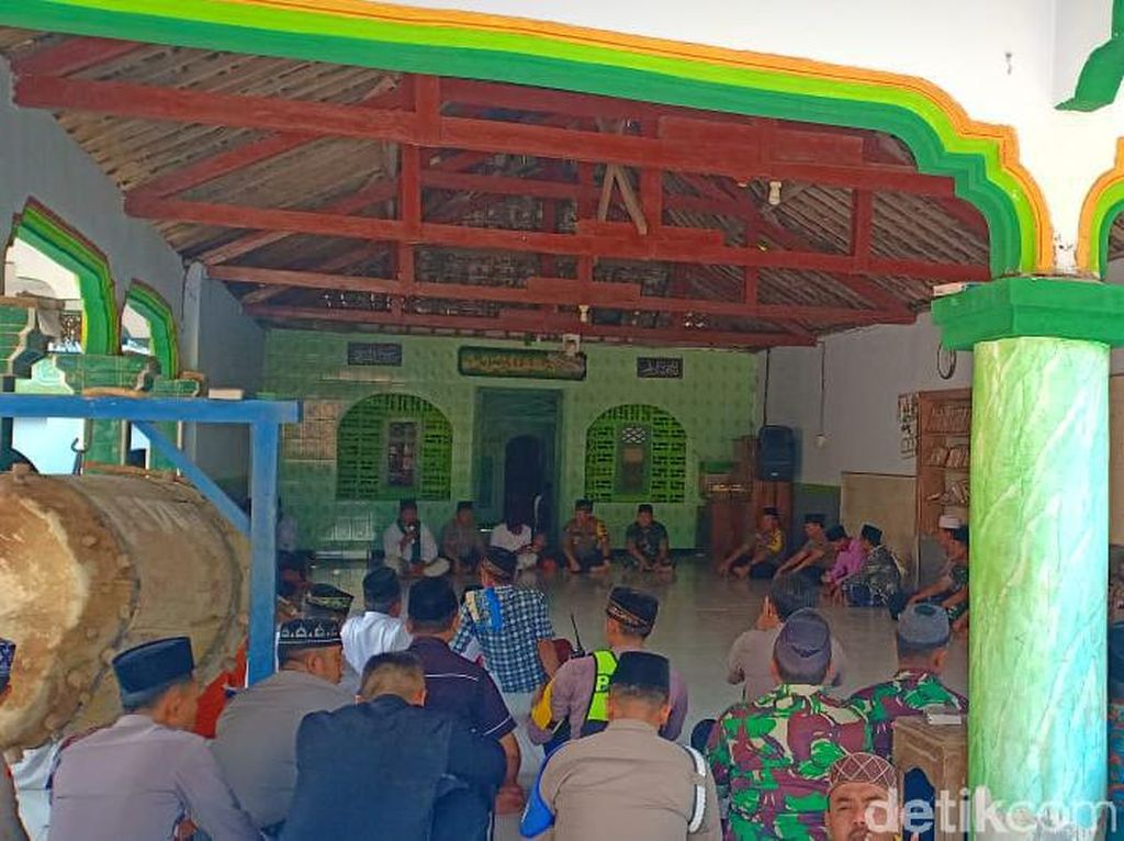 Polisi di Madiun Blusukan ke Ponpes Jelang Pelantikan Presiden