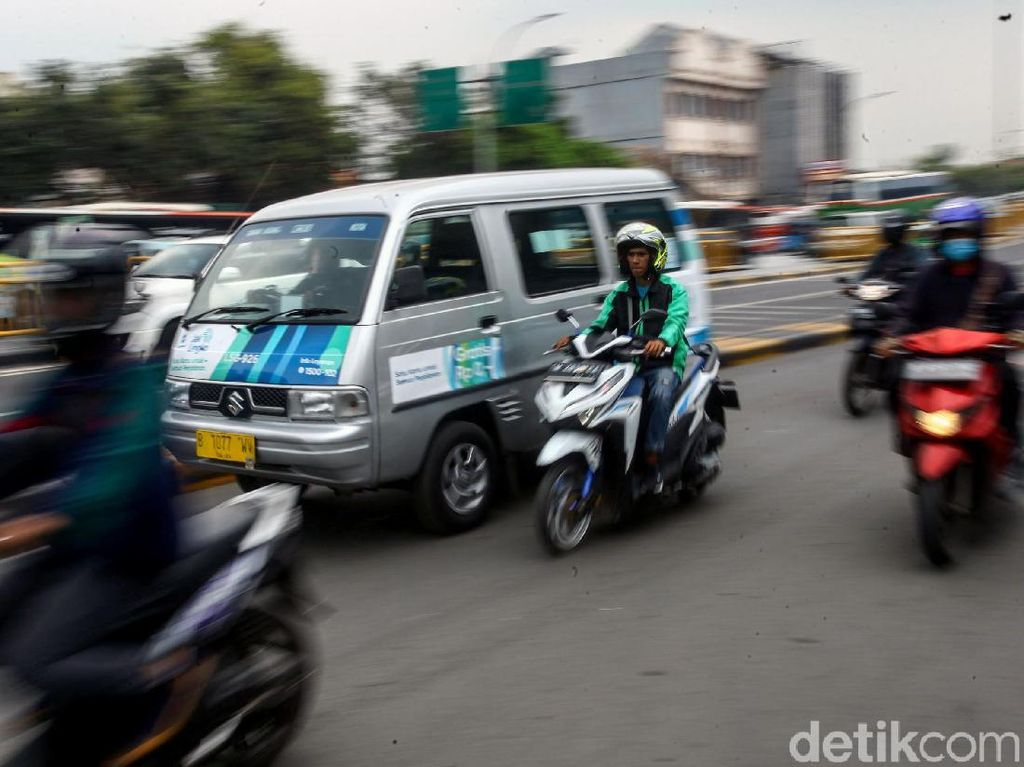 Asyik! Keliling Jakarta Naik Angkot AC