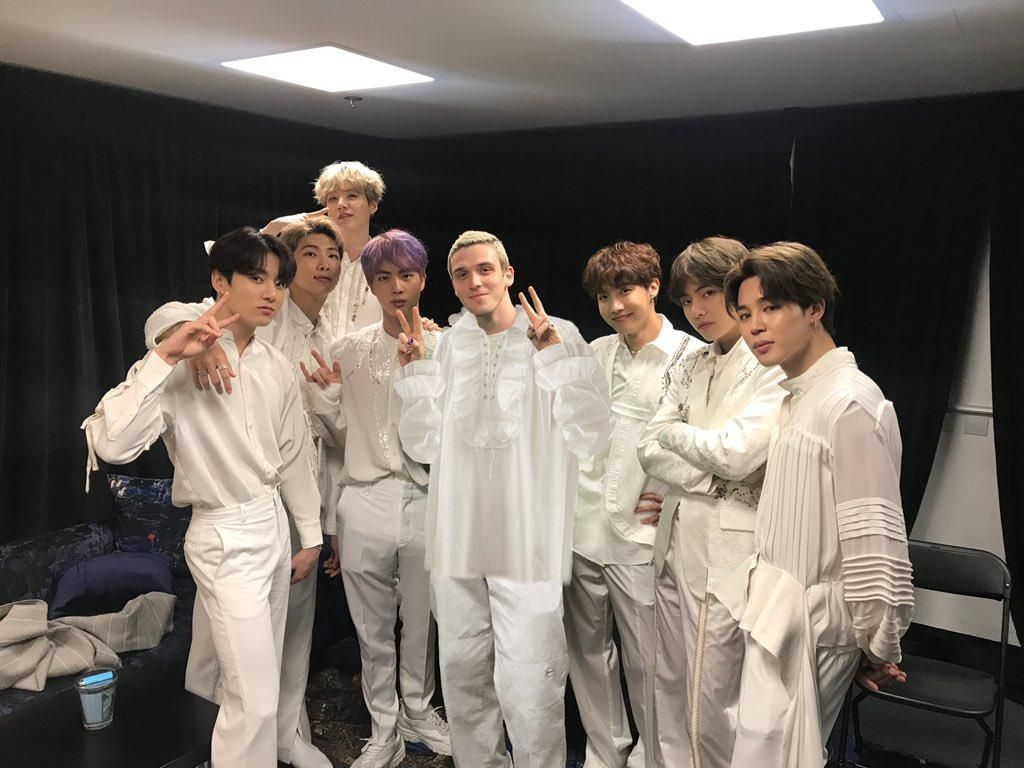 Kolaborasi dengan Lauv, BTS Rilis Versi Baru Make It Right