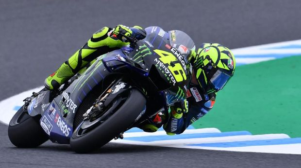 Monster Energy Yamaha MotoGP rider Valentino Rossi of Italy takes a corner during the second free practice session at the Twin Ring Motegi circuit in Motegi, Tochigi prefecture on October 18, 2019. (Photo by TOSHIFUMI KITAMURA / AFP)
