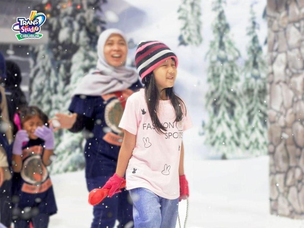 Yuk Ajak Anak-anak Main Salju di Trans Studio Cibubur, Ada Promo!