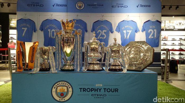 Manchester City pamer 6 trofi juaranya di Jakarta, Indonesia. (Foto: Randy Prasatya/detikSport)