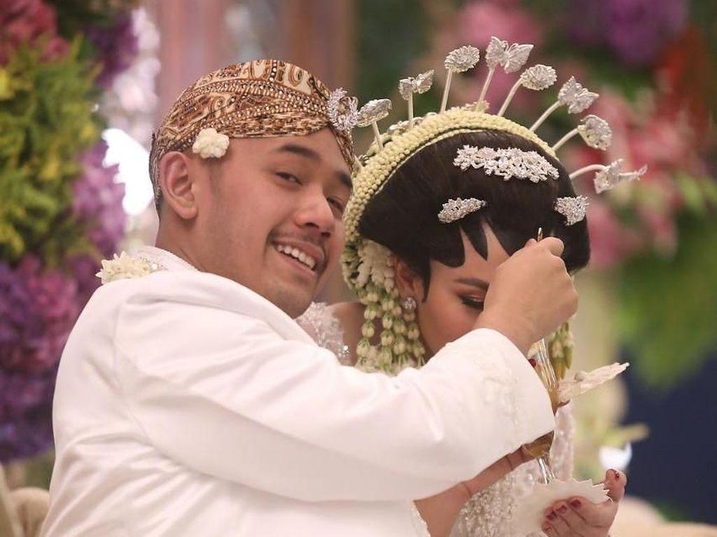 Dinikahi Cicit Soeharto, Della Putri Anjani Atkins Mewek saat Akad