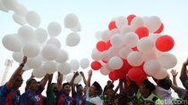 Parade Merah Putih, Santri, Polisi dan TNI Kota Madiun Terbangkan Seribu Balon