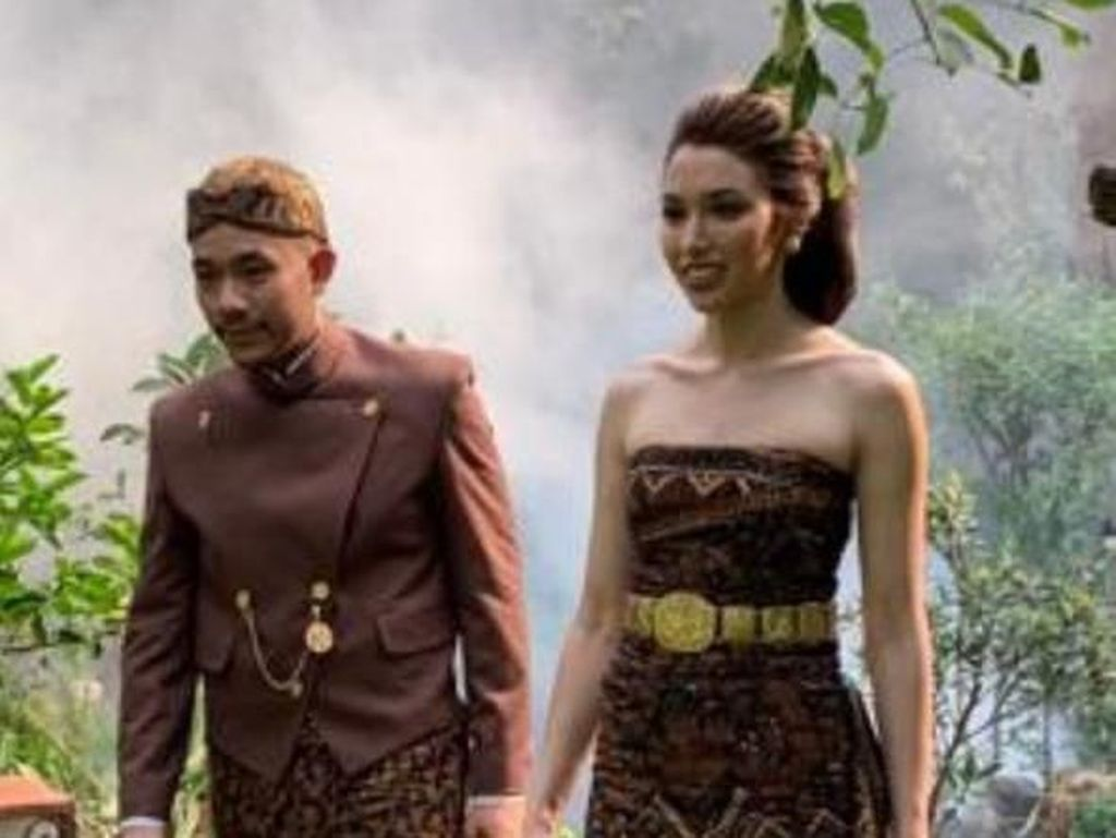 Cantiknya Della Putri Anjani Atkins Berkebaya saat Dinikahi Cicit Soeharto