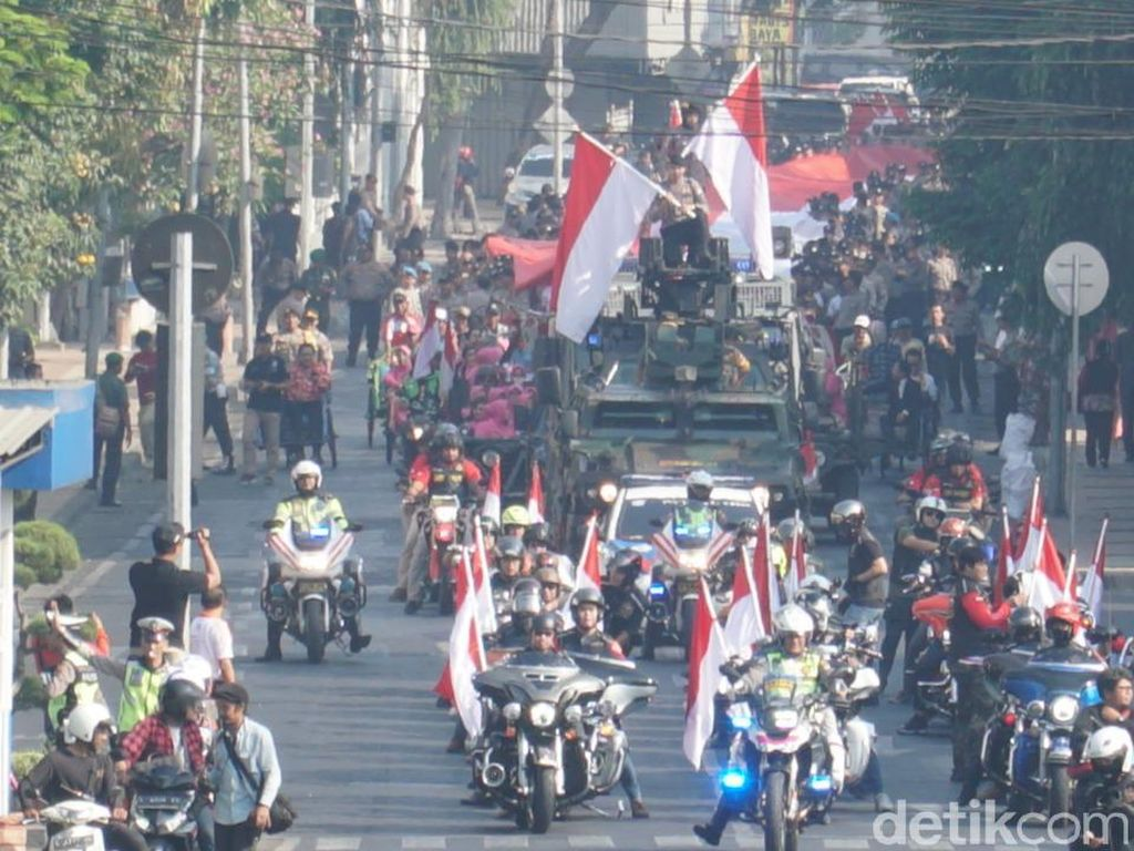 Kirab Bendera 2010 Meter Ajak Warga Surabaya Kondusif Jelang Pelantikan Presiden