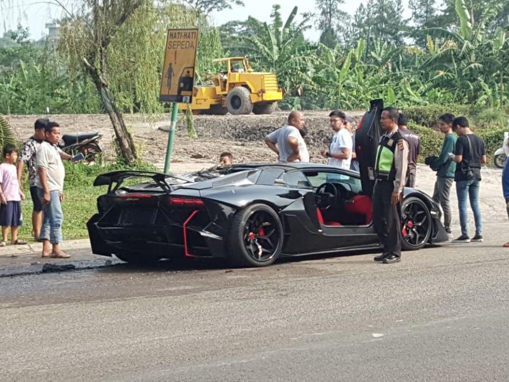 Raffi Tegaskan Lamborghini Terbakar Bukan Settingan untuk Video