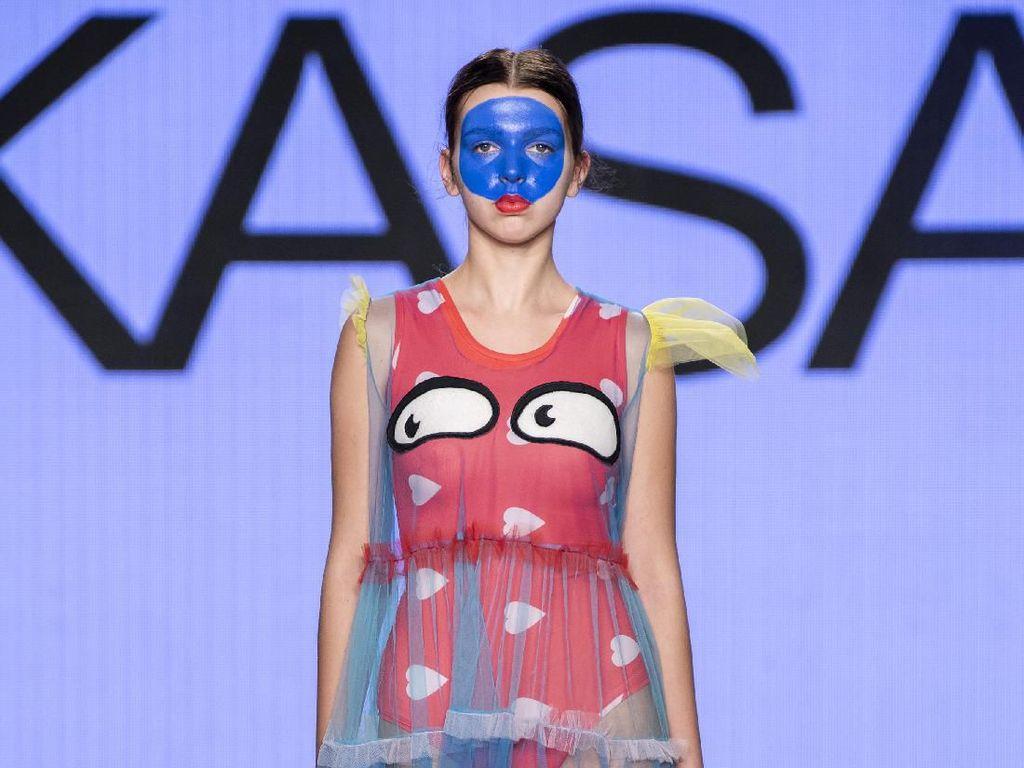 Baju Unik Bertema Autisme Karya Diana Rikasari di Pekan Mode Kanada