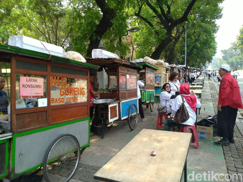 Pelantikan Presiden, Ada PKL Gratis di Trotoar Jl Medan Merdeka Barat