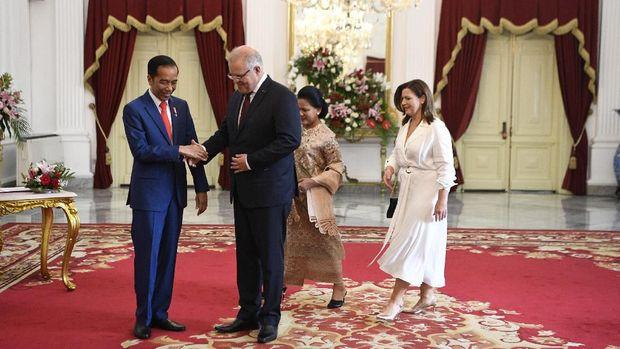 Jokowi saat menerima PM Australia di Istana Merdeka. (