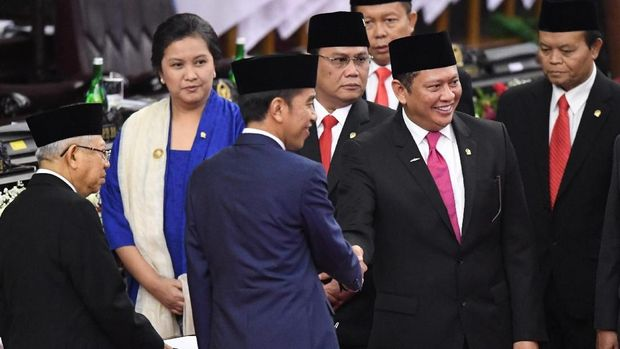Jokowi usai menandatangani berita acara pelantikan Presiden RI periode 2019-2024. (