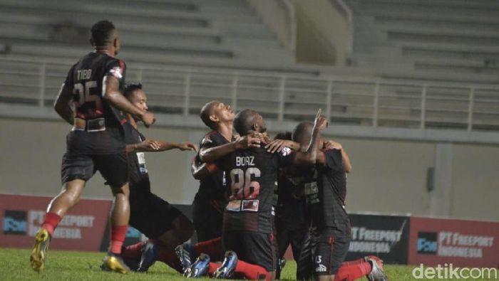 Persipura akan berjumpa Borneo FC di laga pamungkas Liga 1 2019. Foto: Suriyatman/detikSport