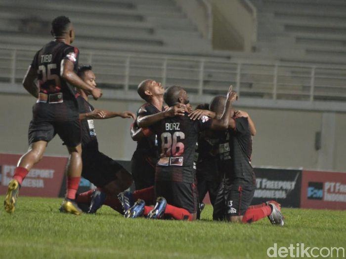 Persipura Jayapura menjadi kejutan dengan menempati posisi kedua klasemen sementara Liga 1. (Foto: Suriyatman/detikSport)