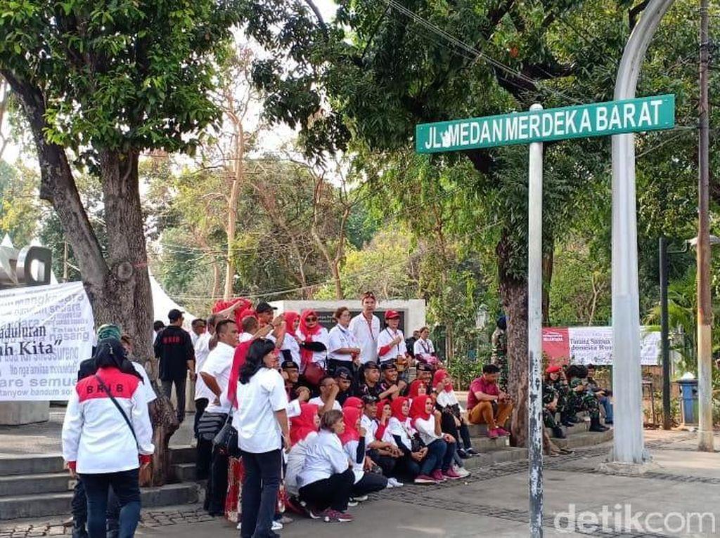 Relawan Jokowi Kumpul di Depan Istana, Polisi Imbau Jaga Ketertiban