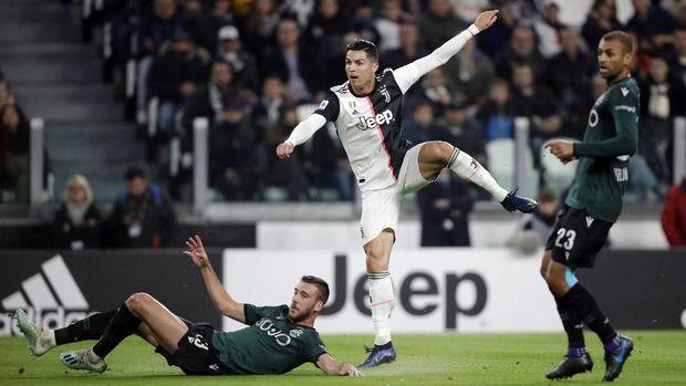 Cristiano Ronaldo mencetak satu gol ke gawang Bologna.