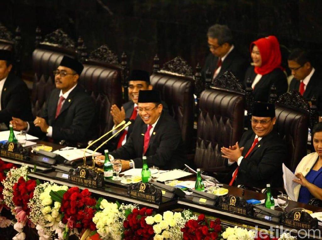 Tjakep! Ini Sederet Pantun Bamsoet di Panggung Pelantikan Jokowi