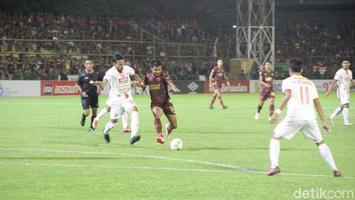 PSM Makassar vs Persija Jakarta. (Ibnu Munsir/detikSport)
