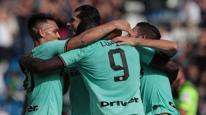 Inter Milan mewaspadai serangan balik Borussia Dortmund. (Foto: Emilio Andreoli/Getty Images)