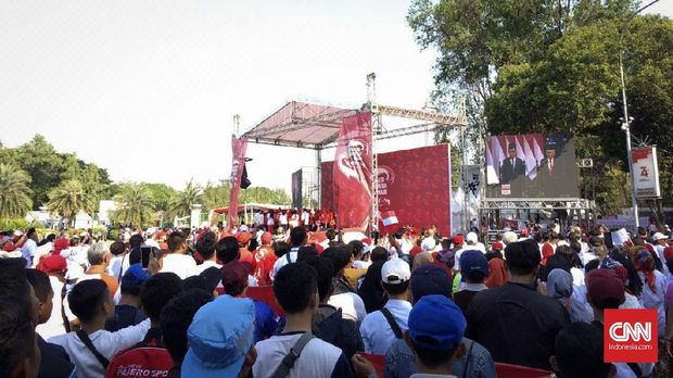 Relawan Jokowi mulai memadati kawasan Monumen Nasional. (