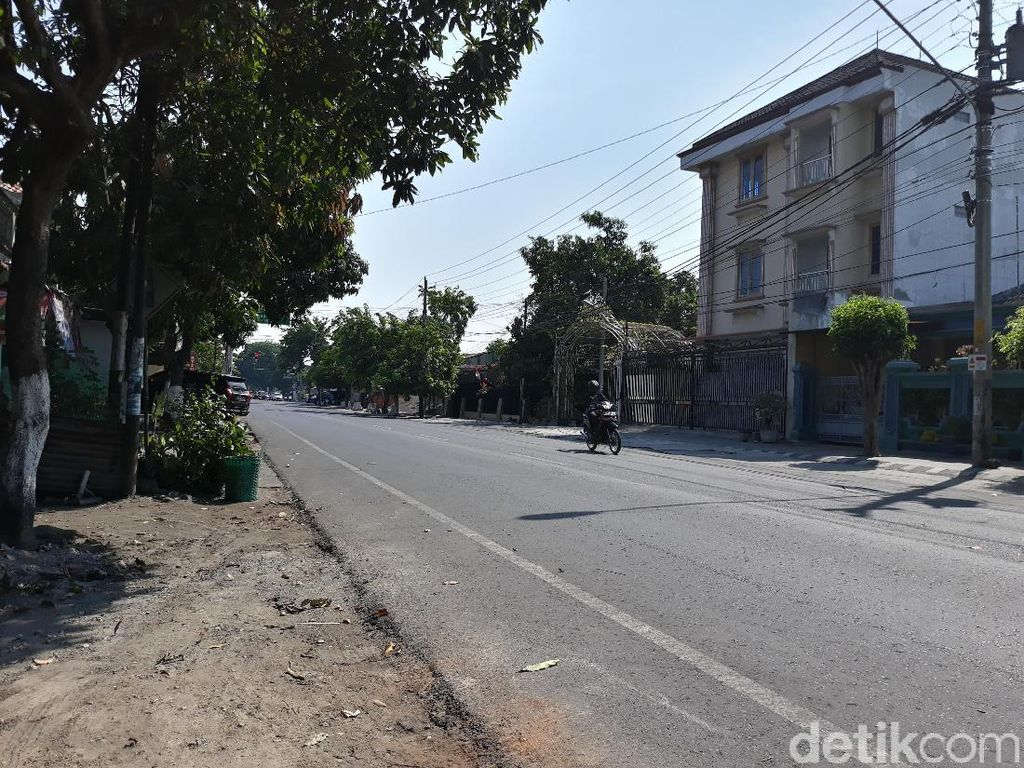 Lengang, Tak Ada Karangan Bunga Berjajar di Kediaman Jokowi di Solo