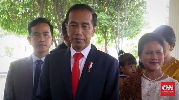 Jokowi dan keluarga saat bersiap berangkat dari Istana Merdeka menuju Gedung MPR DPR. (