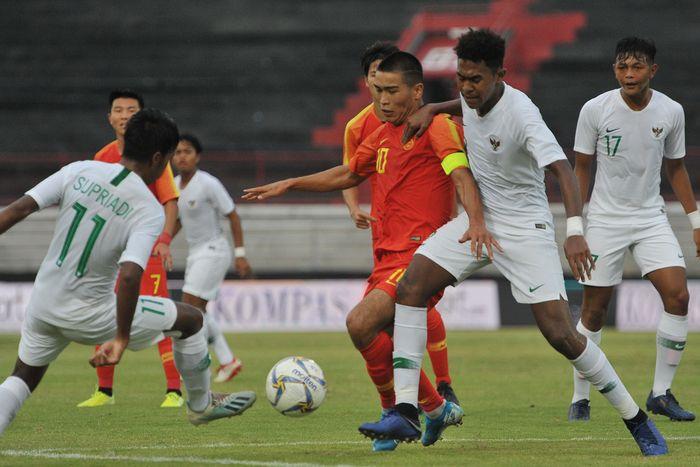 Bertanding di Stadion Kapten I Wayan Dipta, Minggu (20/10/2019), Indonesia tampil cukup dominan dalam penguasaan bola dan jumlah peluang, namun negeri Tirai Bambu lebih efektif dalam penyelesaian akhir.