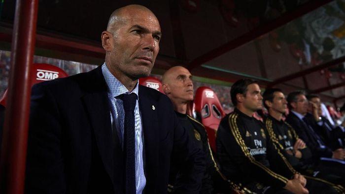 Zinedine Zidane tak mau menjadikan masalah cedera sebagai dalih di balik kekalahan Real Madrid (Foto: Alex Caparros/Getty Images)