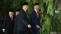 Ekspresi Jokowi di Karpet Merah Pelantikan Presiden di DPR