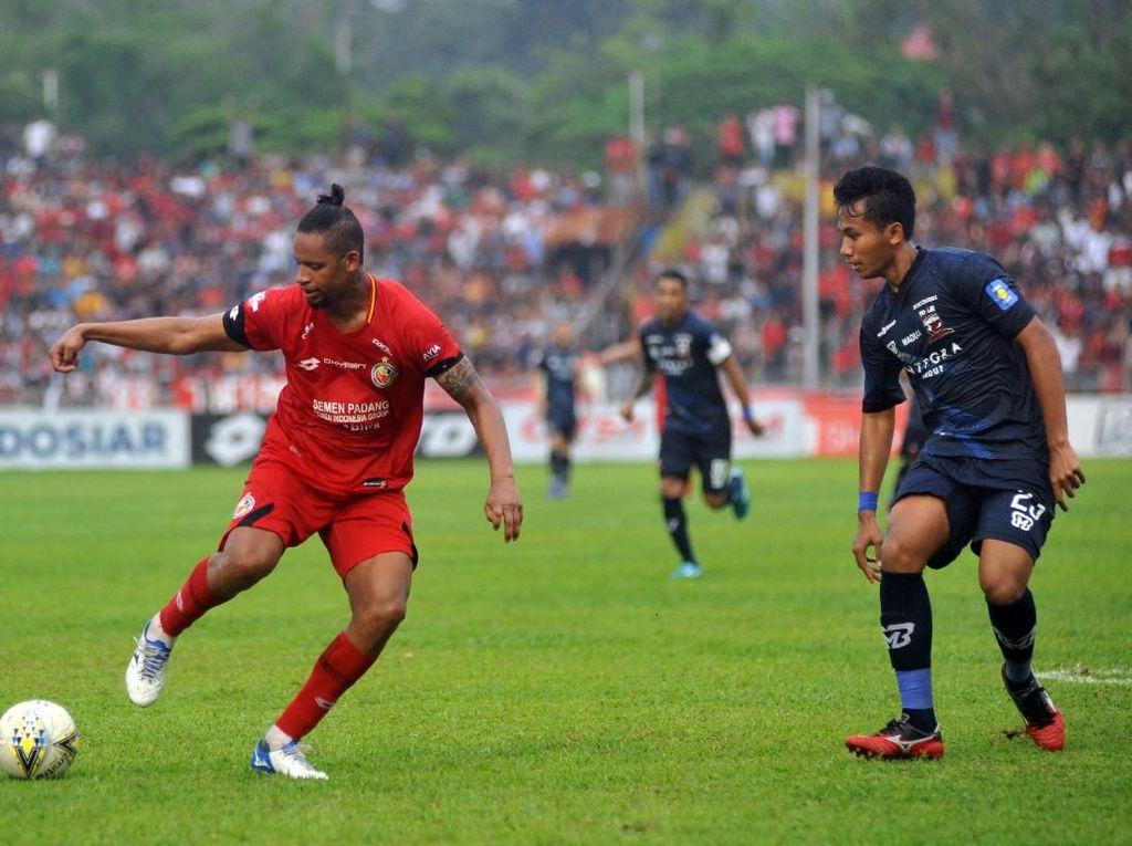 Dikalahkan Madura United, Pelatih Semen Padang Keluhkan Jadwal Padat