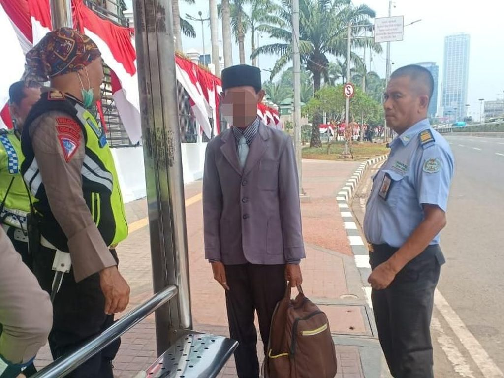 Muncul di Depan DPR Ngaku Presiden RI dan Minta Dikawal, Edi Diamankan Polisi