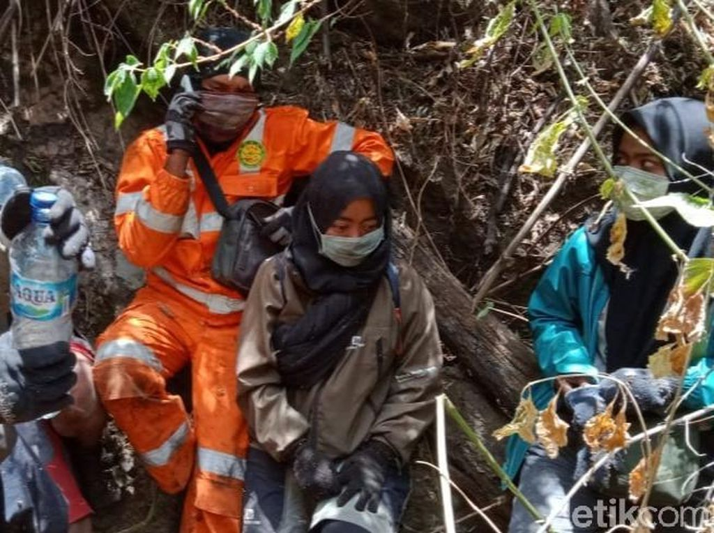 Survive 4 Pendaki yang Berhasil Dievakuasi Dari Terbakarnya Gunung Ranti