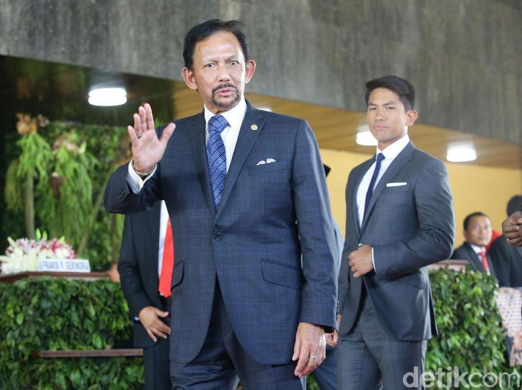 Curi Atensi, Ini Tampilan Putra Sultan Brunei di Pelantikan Jokowi-Maruf