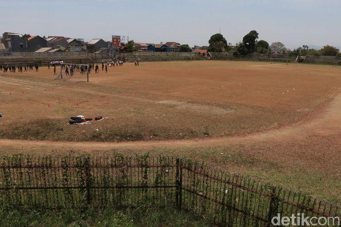 Begini penampakan terkini Stadion Sangkuriang di Kota Cimahi, Jawa Barat, Senin (21/10/2019).